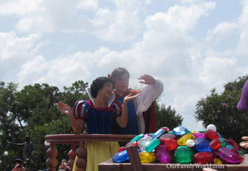 visiting-disney-with-two-kids-of-different-age-range