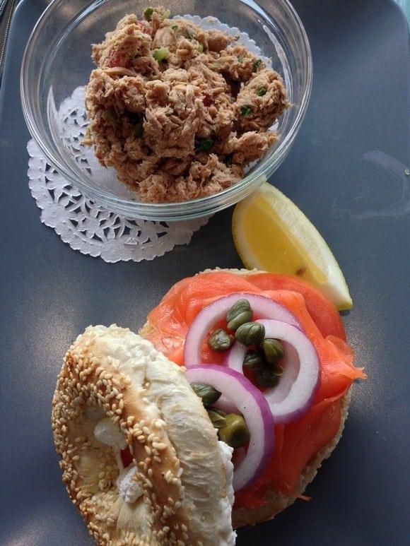 lunch-recipe-bagel-salmon-sandwich