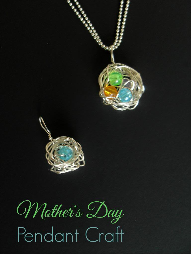 mothers-day-gifts-diy-mothers-pendant