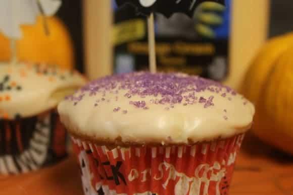fast-yummy-orange-scream-halloween-cupcakes