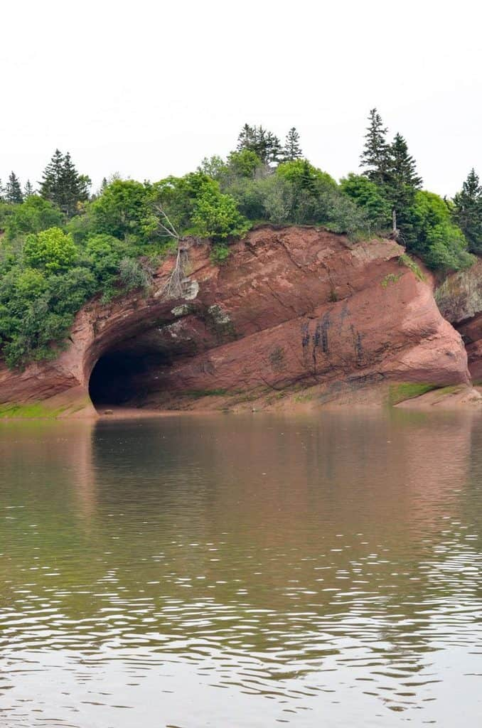 explore-the-saint-martins-sea-caves-in-new-brunswick
