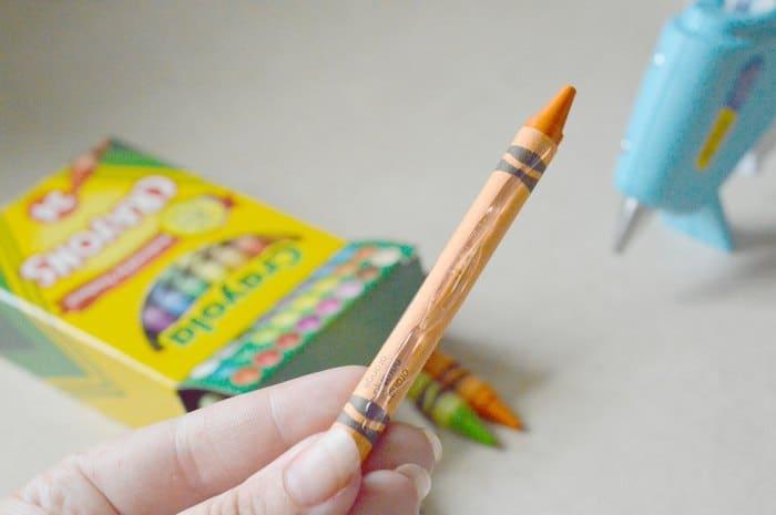diy-teacher-gift-idea-crayon-candy-dish