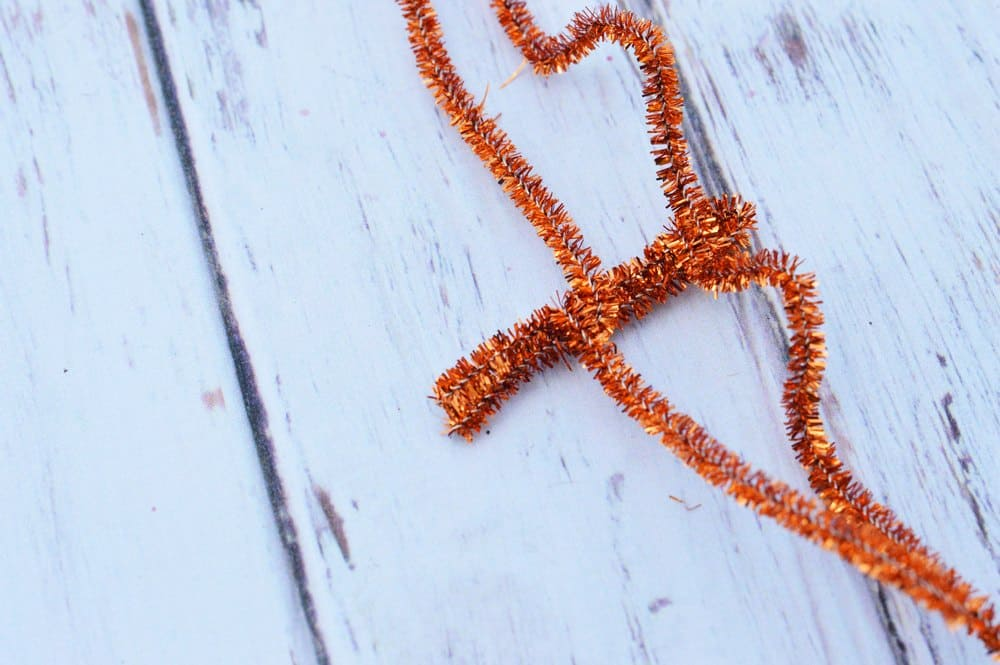 pipe-cleaners-spiders-easy-halloween-craft-for-kids