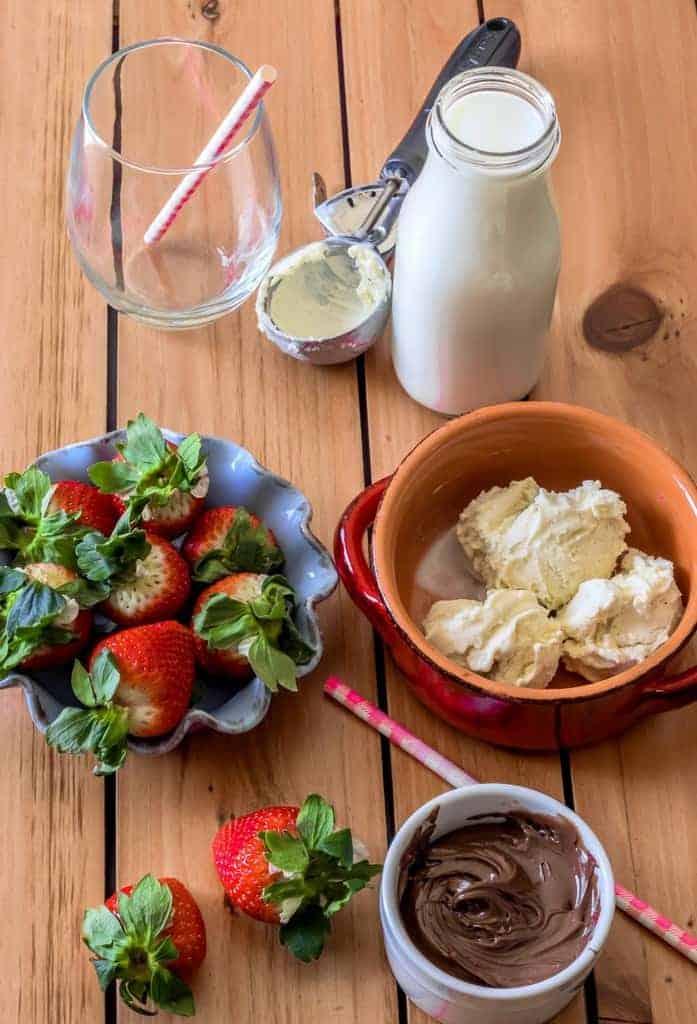 strawberry-milkshake-with-chocolate-hazelnut-spread-recipe